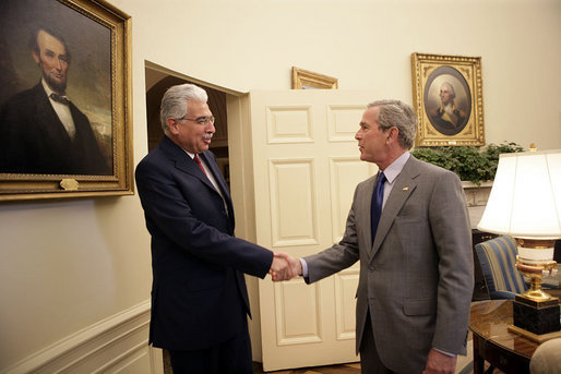 President George W. Bush welcomes Egypt's Prime Minister Ahmed Nazif to the Oval Office Wednesday, May 18, 2005. White House photo by Eric Draper