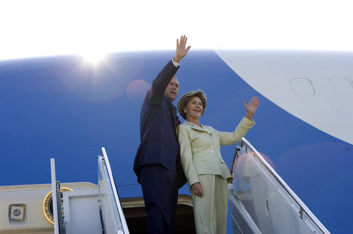 President George W. Bush waves upon his departure from Waco, Texas, en route Salt Lake City, Utah, to address the Veterans of Foreign Wars national convention August, 22, 2005. White House photo by Paul Morse