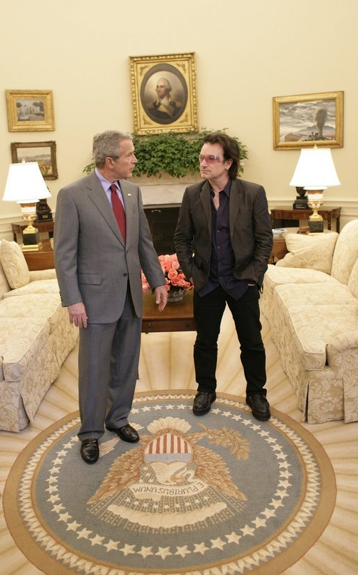 President George W. Bush and Bono discuss global AIDS and Africa policy in the Oval Office Wednesday, Oct. 19, 2005, following lunch in the White House. White House photo by Eric Draper