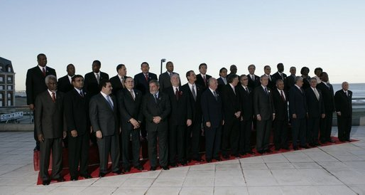 The 2005 class photo from the Summit of the Americas in Mar del Plata, Argentina, taken Friday, Nov. 4, 2005. White House photo by Eric Draper
