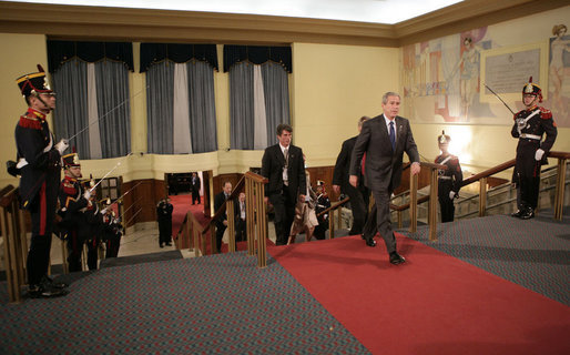President George W. Bush arrives Friday, Nov. 4, 2005, at the Hermitage Hotel in Mar del Plata for the opening session of the 2005 Summit of the Americas. White House photo by Eric Draper