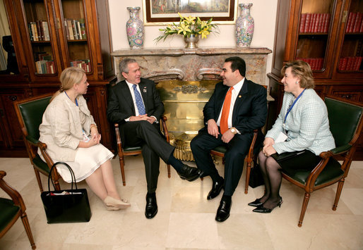 President George W. Bush and President Elias Antonio Saca Gonzalez of El Salvador meet while attending the Summit of the Americas in Mar del Plata, Argentina, Saturday, Nov. 5, 2005. White House photo by Eric Draper