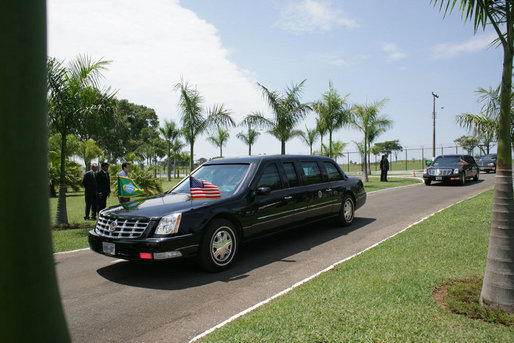 President George W. Bush's motorcade en route to Granja do Torto Saturday, Nov. 6, 2005, the home of Brazil's President Luiz Inacio Lula da Silva. White House photo by Paul Morse