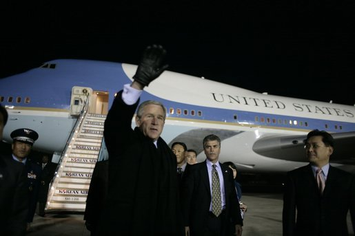 President George W. Bush waves to well-wishers Wednesday, Nov. 16, 2005, after arriving in Busan, South Korea, where he will attend the APEC conference later in the week. White House photo by Eric Draper