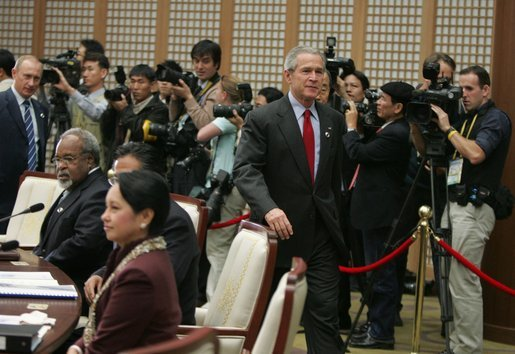President George W. Bush arrives for the second APEC retreat Saturday, Nov. 19, 2005, at the Nurimaru APEC House in Busan. White House photo by Paul Morse