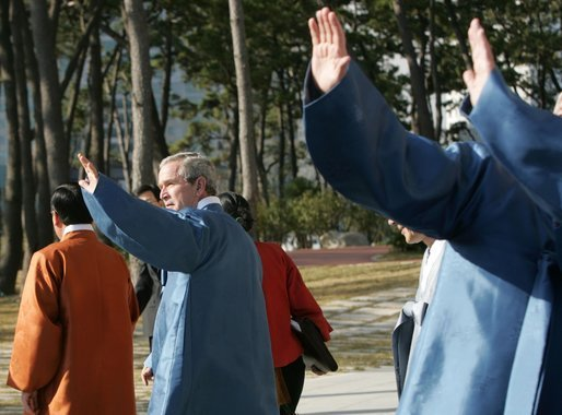 President George W. Bush waves to the crowd after joining his fellow APEC leaders for an official photograph Saturday, Nov. 19, 2005, at the Nurimaru APEC House in Busan, Korea. White House photo by Paul Morse