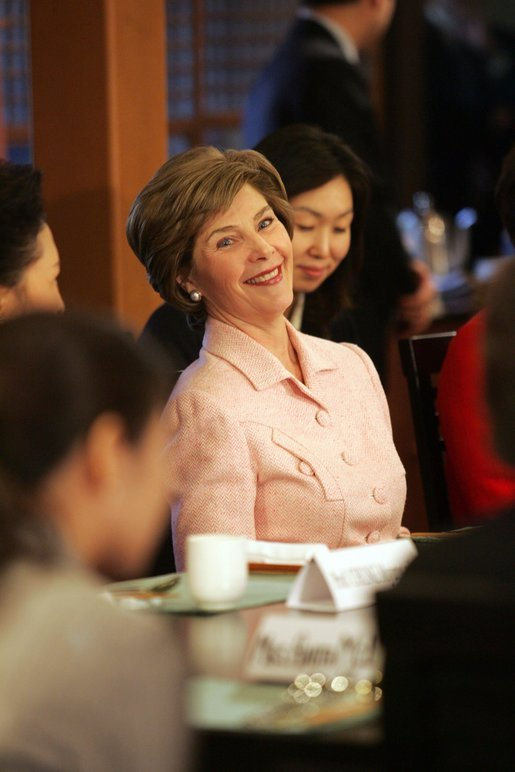 Laura Bush sits with women leaders during a discussion Saturday, Nov. 19, 2005, at the Dong Nae Byel Jang Restaurant in Busan, Korea. White House photo by Shealah Craighead