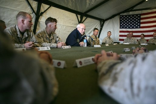 Vice President Dick Cheney holds a group discussion at AL-Asad Airbase in Iraq, Sunday Dec. 18, 2005. White House photo by David Bohrer