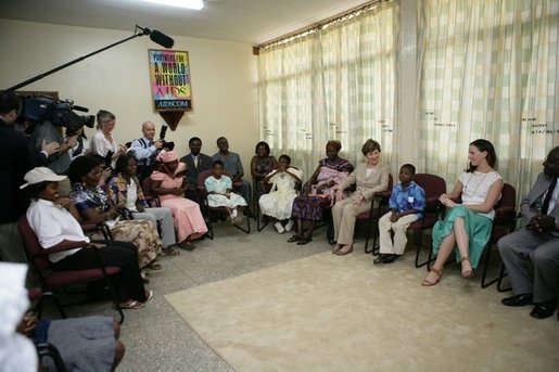 Mrs. Laura Bush and her daughter, Barbara, visit with patients and staff at the Korle-Bu Treatment Center, Tuesday, Jan. 17, 2006 in Accra, Ghana. White House photo by Shealah Craighead