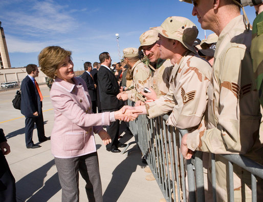 Mrs. Laura Bush greets base personnel from Kirtland Air Force Base Friday, Feb. 3, 2006, before departing Albuquerque for Dallas. White House photo by Eric Draper