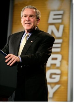 President George W. Bush delivers remarks on energy at Johnson Controls in Milwaukee, Wisconsin, Monday, Feb. 20, 2006.  White House photo by Eric Draper