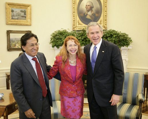President George W. Bush welcomes Peru's President Alejandro Toledo and his wife, Eliane Karp de Toledo, to the Oval Office, Friday, March 10, 2006 at the White House. White House photo by Eric Draper