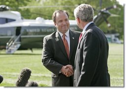 "White House Press Secretary Scott McClellan and President Bush announce that Mr. McClellan is resigning his position on the South Lawn Wednesday, April 19, 2006. ""One of these days he and I are going to be rocking on chairs in Texas, talking about the good old days and his time as the Press Secretary,"" said the President. ""And I can assure you I will feel the same way then that I feel now, that I can say to Scott, job well done."" White House photo by Eric Draper"