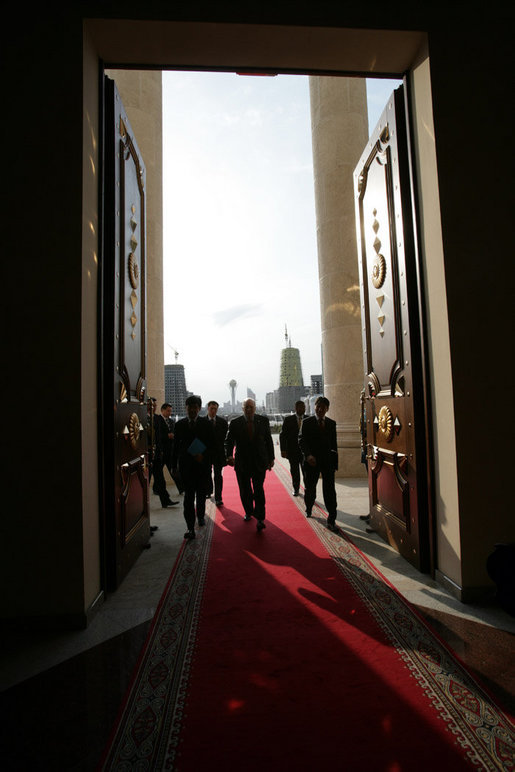 Vice President Dick Cheney enters the Presidential Palace in Astana, Kazakhstan, to meet with Kazakh President Nursultan Nazarbayev, Friday, May 5, 2006. White House photo by David Bohrer