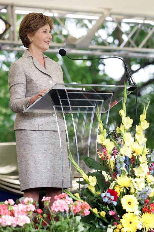 Mrs. Laura Bush addresses the 2006 graduating class during the commencement ceremonies at Vanderbilt University in Nashville, Tenn., Thursday, May 11, 2006. White House photo by Shealah Craighead