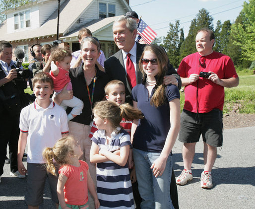 President George W. Bush poses with residents during a surprise stop in a Pottstown, Pa., neighborhood Wednesday, May 24, 2006 , after his visit to the nearby Limerick Generating Station in Limerick, Pa. White House photo by Kimberlee Hewitt