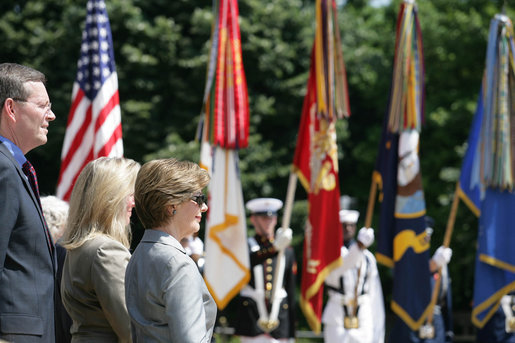 Mrs. Bush stands with Health and Human Services Secretary Mike Leavitt during a Memorial Day wreath laying ceremony at the Tomb of the Unknowns in Arlington National Cemetery in Arlington, Va., Monday, May 29, 2006. White House photo by Shealah Craighead