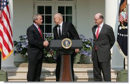President George W. Bush shakes the hand of Henry Paulson after nominating him Tuesday, May 30, 2006, as Treasury Secretary to replace Secretary John Snow, right, who announced his resignation. White House photo by Shealah Craighead