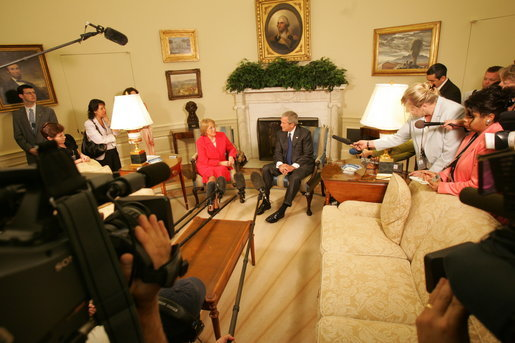 President George W. Bush meets with President Michelle Bachelet of Chile in the Oval Office Thursday, June 8, 2006. President Bush and President Bachelet emphasized the good relations shared between Chile and the United States. White House photo by Kimberlee Hewitt