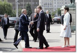 Prime Minister Ferenc Gyurcsany and his wife Dr. Klara Dobrev welcome President George W. Bush and Mrs. Laura Bush to the Hungarian Parliament building in Budapest, Hungary, Thursday, June 22, 2006. White House photo by Eric Draper