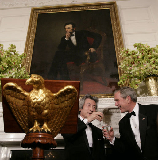President George W. Bush and Japanese Prime Minister Junichiro Koizumi exchange toasts Thursday evening, June 29, 2006, during an official dinner in the State Dining Room at the White House in honor of the Prime Minister's visit to the United States. White House photo by Eric Draper