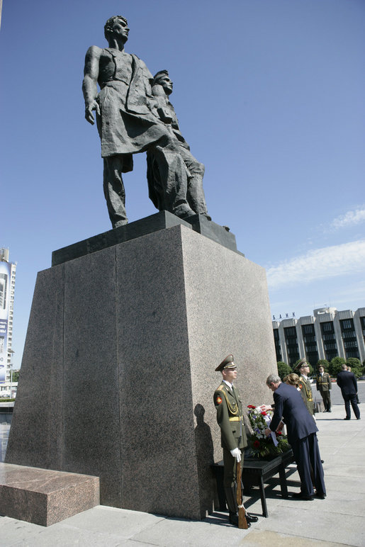 President George W. Bush and Laura Bush place a wreath at the Monument to the Heroic Defenders of Leningrad, Friday, July 14, 2006, in St. Petersburg, Russia, where President Bush will attend the G8 Summit. White House photo by Eric Draper
