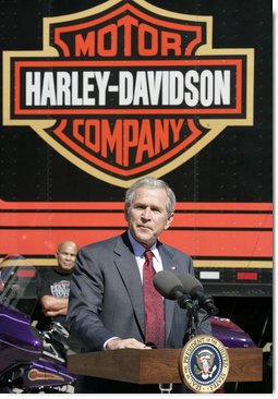 President George W. Bush talks with workers during a tour of the Harley-Davidson Vehicle Operations facility Wednesday, Aug. 16, 2006 in York, Pa., where he participated in a roundtable discussion on the economy.  White House photo by Kimberlee Hewitt