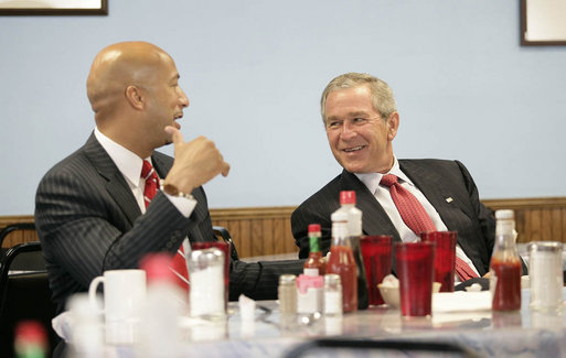 President George W. Bush and New Orleans Mayor Ray Nagin meet over breakfast Tuesday, Aug. 29, 2006, at Betsy's Pancake House in the Mid City section of New Orleans before attending a ceremony commemorating the first anniversary of Hurricane Katrina. White House photo by Eric Draper