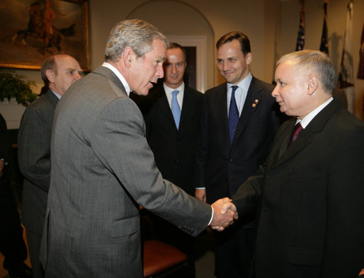 President George W. Bush drops by a meeting between Vice President Dick Cheney and Prime Minister Jaroslaw Kaczynski of Poland Wednesday, Sept. 13, 2006, in the Roosevelt Room of the White House. White House photo by David Bohrer