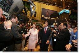 Mrs. Laura Bush is greeted on the floor of the New York Stock Exchange Monday, Sept. 18, 2006. Mrs. Bush visited the exchange with a delegation of entrepreneurs from around the world to participate in the close of trading and to ring the Closing Bell.  White House photo by Shealah Craighead