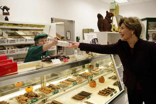 Mrs. Laura Bush purchases a box of homemade chocolates Tuesday, October 24, 2006, at Seroogy's, a family owned business that has been making chocolates for more than a hundred years in De Pere, Wisconsin. White House photo by Shealah Craighead