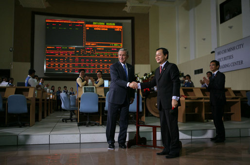 President George W. Bush shakes hands with Tran Dac Sinh, CEO of Securities Trading Center in Ho Chi Minh City during a tour Monday, Nov. 20, 2006, of the Securities Trading Center. White House photo by Paul Morse