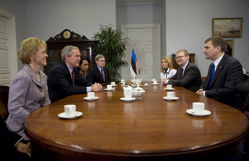 President George W. Bush is joined by U.S. Ambassador to Estonia Aldona Wos, left, Secretary of State Condoleezza Rice and National Security Advisor Stephen Hadley Tuesday, Nov. 28, 2006, as they meet with Prime Minister Andrus Ansip, right, at the Stenbock House in Tallinn, Estonia. White House photo by Eric Draper