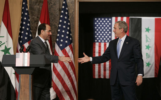 President George W. Bush reaches out to Iraqi Prime Minister Nouri al-Maliki Thursday, Nov. 30, 2006, following a joint press availability in Amman, Jordan. White House photo by Paul Morse