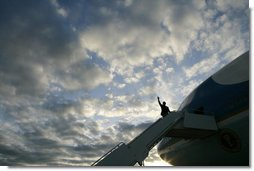 President George W. Bush waves as he prepares to board Air Force One for his return to Washington, D.C., following his visit to Fort Benning, Ga., Thursday, Jan. 11, 2007. White House photo by Eric Draper