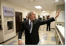 President George W. Bush waves goodbye to staff members following his tour at the Saint Luke's-Lee's Summit hospital in Lee's Summit, Mo., Thursday, Jan 25, 2007, where President Bush also participated in a roundtable discussion on health care initiatives.  White House photo by Eric Draper