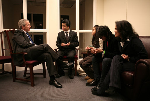 President George W. Bush meets with the family of Cesar Borja, a 20-year veteran of the New York Police Department, who died Jan. 23, 2007, of lung disease. With the President from left is Ceasar Borja Jr., 21; Nhia Borja, 12; Evan Borja, 16, and Officer Borja's wife, Eva Borja. The meeting came during the President's visit to New York City's Freedom Hall Wednesday, Jan. 31, 2007. White House photo by Paul Morse