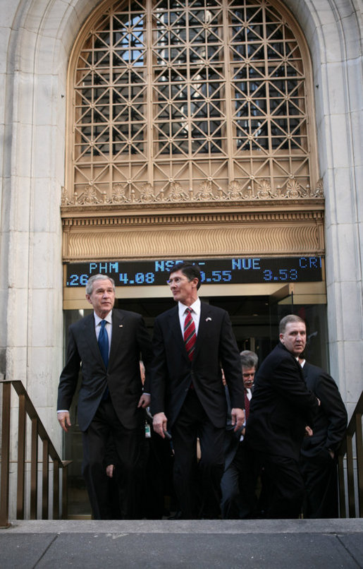 President George W. Bush leaves the New York Stock Exchange Wednesday, Jan. 31, 2007, after making an unscheduled stop on the trading floor while in the city to speak on the economy. White House photo by Paul Morse