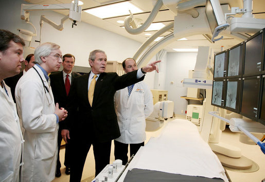 President George W. Bush views digital radiology equipment during his tour Wednesday, Feb. 21, 2007, at the Erlanger Hospital-Baroness Campus in Chattanooga, Tenn., prior to attending a forum on health care initiatives at the Chattanooga Convention. White House photo by Paul Morse
