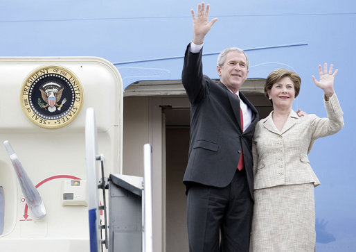 President George W. Bush and Mrs. Laura Bush wave from Air Force One Sunday, March 11, 2007. President Bush traveled from Uruguay to Bogotá, Colombia, where he was honored by an arrival ceremony at Casa de Narino. White House photo by Eric Draper