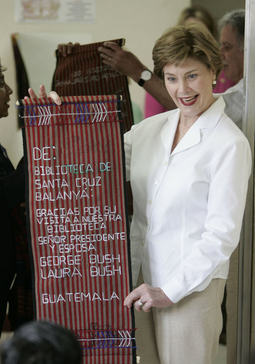 Mrs. Laura Bush holds a banner presented to her during a visit Monday, March 12, 2007, to the Dr. Richard Carroll Municipal Library in the Town Square of Santa Cruz Balanya, Guatemala. White House photo by Paul Morse