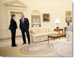 President George W. Bush meets with Prime Minister Helen Clark of New Zealand in the Oval Office Wednesday, March 21, 2007, where the two leaders talked about the environment and the need for our respective countries to work toward energy security. White House photo by Eric Draper