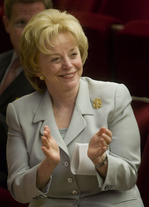 Mrs. Lynne Cheney applauds the group of naturalized American citizens as they stand to participate in the swearing in ceremony during a special naturalization ceremony at the National Archives Tuesday, April 17, 2007, in Washington, D.C.