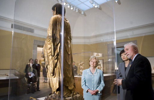Mrs. Lynne Cheney and Mrs. Akie Abe, the wife of Prime Minister Shinzo Abe of Japan, tour the Freer Gallery of Art with Dr. James Ulak, curator of Japanese art, Friday, April 27, 2007, in Washington, D.C. White House photo by Lynden Steele