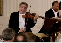 Violinist Itzhak Perlman plays during the entertainment portion of the White House State Dinner in honor on Her Majesty Queen Elizabeth II, Monday evening, May 7, 2007, in the East Room at the White House. White House photo by Shealah Craighead