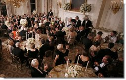 President George W. Bush and guests toasts Her Majesty Queen Elizabeth II of Great Britain following welcoming remarks Monday, May 7, 2007, during the State Dinner in her honor at the White House. White House photo by Eric Draper