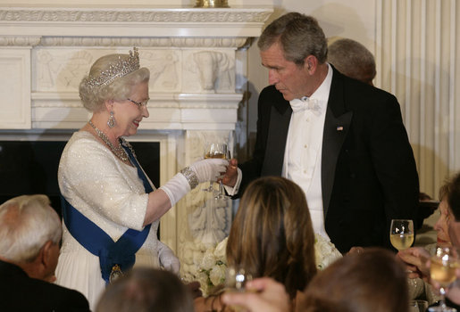 President George W. Bush toasts Her Majesty Queen Elizabeth II of Great Britain following welcoming remarks Monday, May 7, 2007, during the State Dinner in her honor at the White House. White House photo by Shealah Craighead