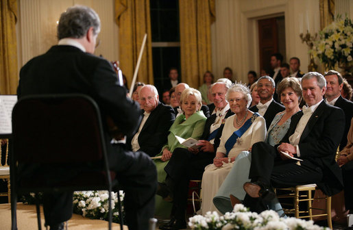 Violinist Itzhak Perlman plays during the entertainment portion of the White House State Dinner in honor on Her Majesty Queen Elizabeth II, Monday evening, May 7, 2007, in the East Room at the White House. White House photo by Eric Draper