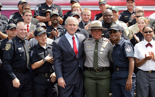 President George W. Bush poses with staff and students of the Federal Law Enforcement Training Center Tuesday, May 29, 2007, in Glynco, Ga. The President toured the facility and delivered remarks on immigration reform before returning to Washington, D.C. White House photo by Eric Draper
