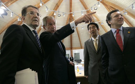 President George W. Bush is joined by Prime Minister Romano Prodi, left, of Italy, Prime Minister Shinzo Abe of Japan and Jose Manuel Barroso, President of the European Commission, during a meeting with Junior 8 Student Leaders Thursday, June 7, 2007, in Heiligendamm, Germany. White House photo by Eric Draper